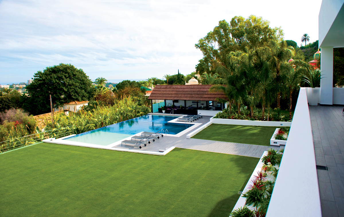 Four luxury properties for sale in spain international for Pool house with outdoor kitchen
